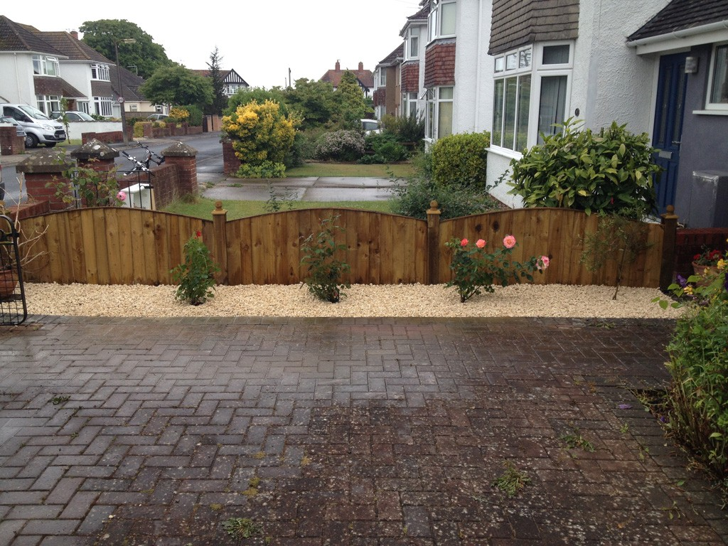 Front garden area re-planted and decorative stone